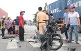Tin tức - Xe máy tông trực diện vào ôtô, 1 người tử vong