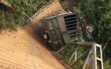 Video: Ô tô tải 18 tấn gây sập cầu ở Lâm Đồng