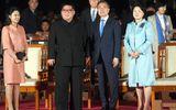 Cái nắm tay thật chặt của hai nhà lãnh đạo Hàn - Triều nhau trong lễ chia tay