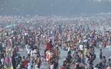 Thanh Hóa: Biển người chen chúc trong ngày đầu nghỉ lễ ở Sầm Sơn