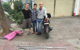"""CSGT Hà Nội quật ngã 3 thanh niên cầm mã tấu """"lượn phố"""""""