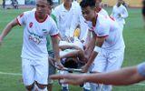 Pha va chạm kinh hoàng khiến cầu thủ Viettel chấn thương nặng ở giải Hạng Nhất