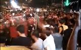 Video: Cảnh sát Malaysia chặn người dân quá khích trong ngày bầu cử lịch sử