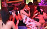 """Nhiều nữ tiếp viên ăn mặc gợi cảm tiếp khách tại quán karaoke """"chui"""""""