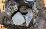 """Cặp vợ chồng """"choáng váng"""" vì phát hiện kho báu giá trị cả tỷ đồng được chôn sau nhà"""