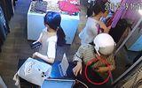 Tin tức - Video: Người phụ nữ vờ mua hàng rồi trộm điện thoại