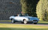 """Ngắm chiếc xe cổ điển mà Hoàng tử Harry """"cầm cương"""" trong đám cưới"""