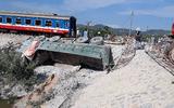 Tin tức - Vụ tàu chở 400 khách bị lật ở Thanh Hóa: Công an mời 2 gác chắn đường sắt để điều tra