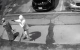 Video: Hai thanh niên manh động mang súng đi gây án ngay giữa thành phố Toronto