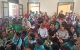 Người dân cầm hoa, đến đông nghịt nghe tuyên án vụ bác sỹ Hoàng Công Lương
