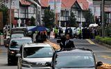 Quan chức Triều Tiên cấm du khách chụp hình ông Kim Jong-un