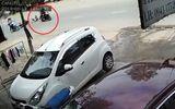 Camera ghi hình cô gái bị cướp giật túi xách, ngã nhào xuống đường