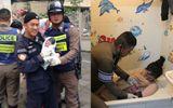 """Nam cảnh sát giao thông Thái Lan """"mát tay"""" đỡ đẻ cho 33 em bé vì nguyên nhân không ai ngờ"""