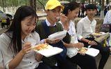 Chuẩn bị suất ăn miễn phí cho thí sinh thi THPT Quốc gia