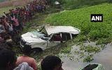 Tin tức - Xe đám cưới lao xuống ao, 6 trẻ em thiệt mạng