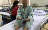 Đau lòng 2 mẹ con đi chữa bệnh, không có tiền phải nhịn ăn