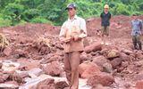 Xót xa người chồng dùng tay bới đất đá tìm vợ con sau trận sạt lở kinh hoàng ở Lai Châu