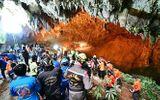 Người dân Thái Lan cầu nguyện cho đội bóng thiếu niên mắc kẹt trong hang