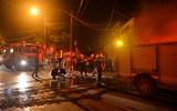 Hà Nội: Khu tập thể cháy lớn trong đêm, hàng trăm cư dân hoảng loạn