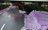 Video: Sạt lở đường kinh hoàng như ngày tận thế ở Trung Quốc