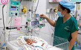 Cứu sống bé gái sinh non 25 tuần, nặng 740 gram