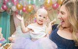 Bé gái mới 15 tháng tuổi giành giật sự sống với căn bệnh ung thư buồng trứng
