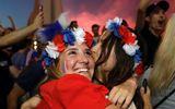 Một trời Paris rực hồng khi Pháp sở hữu vé vào chung kết World Cup 2018