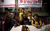 Bầu không khí vui mừng ngập tràn khắp Thái Lan khi đội bóng được giải cứu thành công