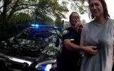 Tin thế giới - Mỹ: Hai nữ cảnh sát bị đình chỉ vì tung đồng xu để ra quyết định bắt người
