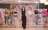 Tin tức - Đỗ Mỹ Linh bất ngờ xuất hiện thị phạm catwalk cho thí sinh Hoa hậu Việt Nam 2018