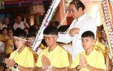 Tin tức - Đội bóng nhí Thái Lan tới chùa cầu phúc trước khi trở về bên gia đình