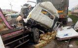Tin tai nạn giao thông mới nhất ngày 21/7/2018: Dân cạy cửa cabin đưa thi thể phụ xe ra ngoài sau tai nạn
