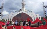 Kỷ niệm 50 năm chiến thắng Ngã ba Đồng Lộc: Nghệ sĩ choàng áo chống nắng để ráp sân khấu