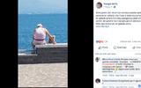 Tin tức - Cụ ông 72 tuổi đem di ảnh của vợ cùng ngắm biển khơi mỗi ngày