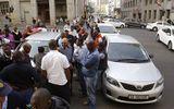 Tin thế giới - Nam Phi: 11 tài xế bị phục kích, bắn tử vong sau khi dự đám tang đồng nghiệp