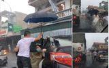 Tin tức - Ảnh đẹp ngày mưa lũ: Tài xế xe tải tốt bụng che ô đưa cô dâu về nhà chồng