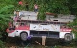 Video - Vụ xe khách lao xuống vực: Cú mất lái kinh hoàng khiến 20 người thương vong