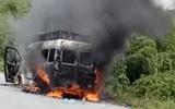 Tin tai nạn giao thông mới nhất ngày 26/7/2018: Xe tang lễ bốc cháy trên quốc lộ