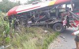 Ôtô khách tông xe đầu kéo, hàng chục hành khách kêu cứu