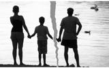 Nghìn lẻ chiêu trốn trợ cấp nuôi con của các ông chồng: Nỗi đau bao giờ cũng dồn lên đứa trẻ