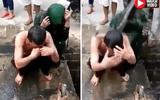 Video: Cặp đôi bị tố ngoại tình ngồi im để dân làng dội nước cống lên đầu