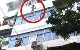 Video: Cháy chung cư, người mẹ ném con qua cửa sổ vì không kịp chạy