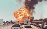 Video: Cận cảnh xe bồn chở dầu nổ tung trên cầu cao tốc tại Italy
