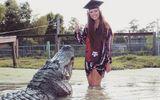 """Cô gái xinh đẹp với bộ ảnh tốt nghiệp chụp cùng """"người yêu"""" dài 4 mét"""