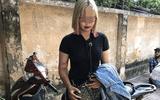 """Hà Nội: Vi phạm giao thông, """"hot girl"""" 15 tuổi tông gục 2 cảnh sát cơ động"""