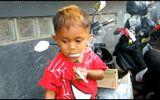 Tin tức - Video: Bé trai 2 tuổi 'nghiện' thuốc lá, hút 40 điếu trong ngày