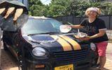 Tin tức - Video: Tròn mắt xem chàng thanh niên nướng thịt, rau củ trên mui xe