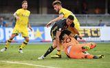 Tin tức - Thủ môn Chievo gãy xương mũi, bất tỉnh ngay trên sân vì va chạm với C.Ronaldo