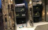 Video - Video: Xe chở tên lửa mất lái, lao thẳng vào trung tâm thương mại