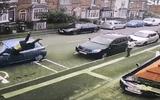 Tin tức - Video: Tên côn đồ cầm mã tấu bị ôtô tông văng 15m trên phố